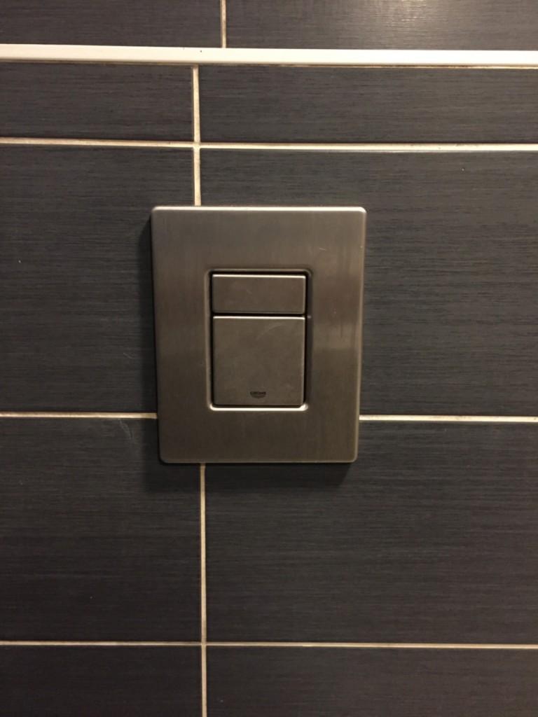chasse-d-eau-des-toilettes-du-bar-le-pub-a-epinal-1
